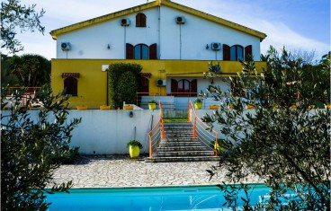 Alghero detached villa with swimming pool for sale