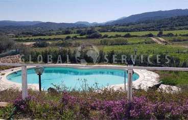 San Pantaleo villa with outbuilding for sale