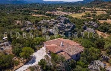 San Pantaleo villa for sale