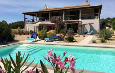 Alghero surrounded by greenery, villa with pool